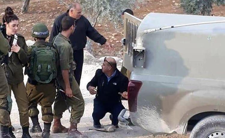 Policial palestino afastado da policia por ajudar soldados israelenses a trocarem o pneu