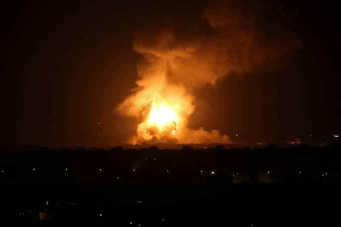 Em resposta a tentativa de assassinato do Primeiro Ministro de Israel com mísseis.
