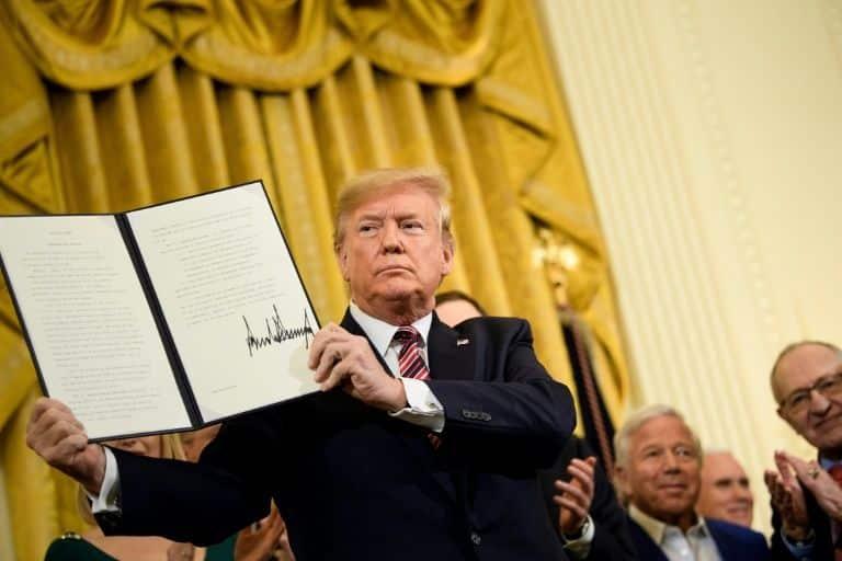 Trump aproveitou a oportunidade para seduzir os eleitores judeus americanos, tradicionalmente pró-democratas, em face das eleições de 2020