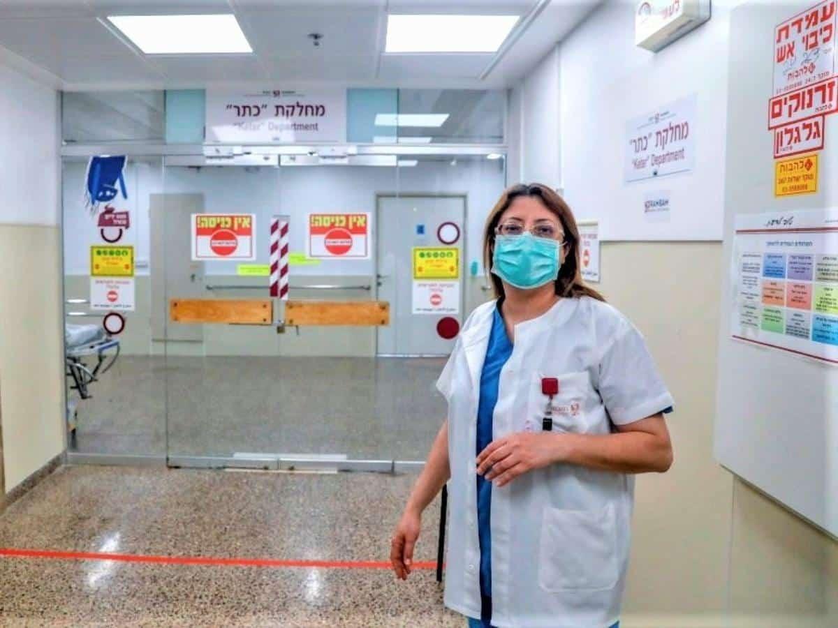 Em um hospital de Israel, uma árabe comanda luta contra coronavírus