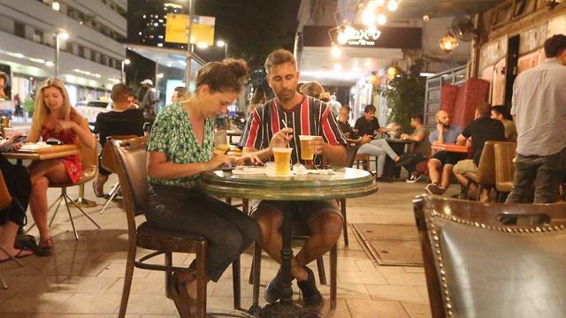 Israel autorizou a abertura de piscinas e restaurantes