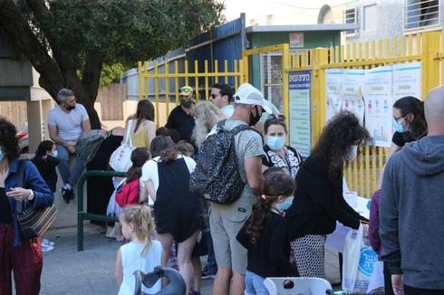 O Primeiro Ministro Netanyahu ordenou que todas as escolas voltem no domingo