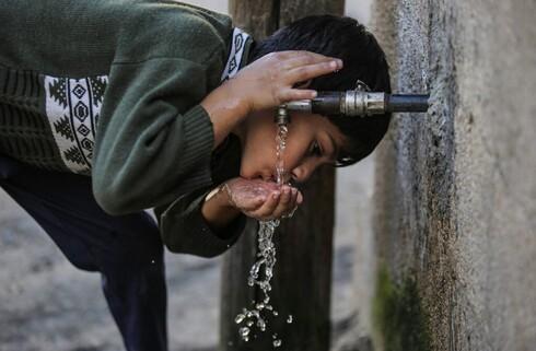 Uma empresa israelense transforma o ar de Gaza em água potável