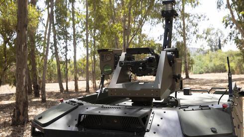 Robô armado para patrulhar fronteiras voláteis